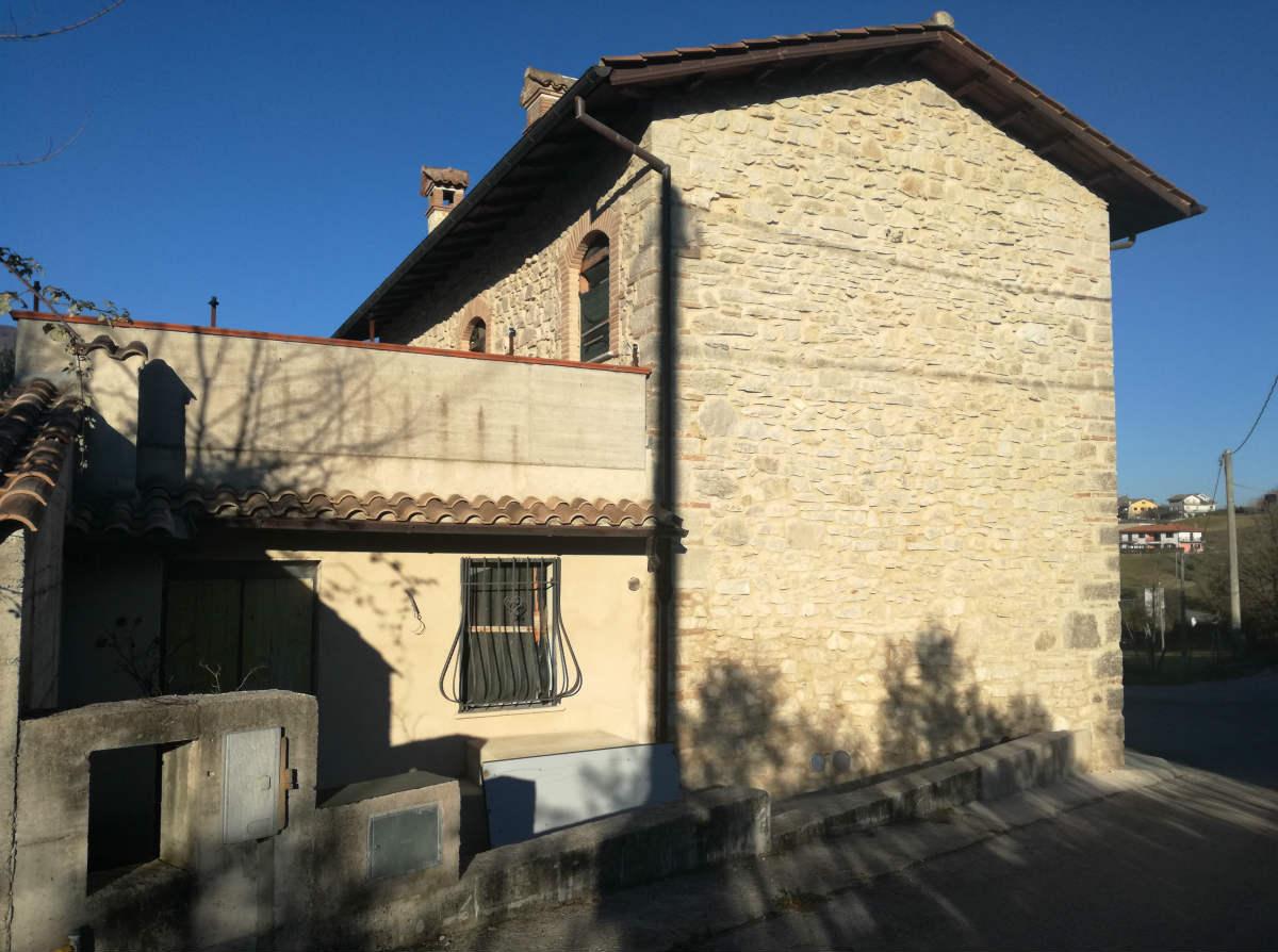 Casale in pietra completamente ristrutturato (Rif.1919)