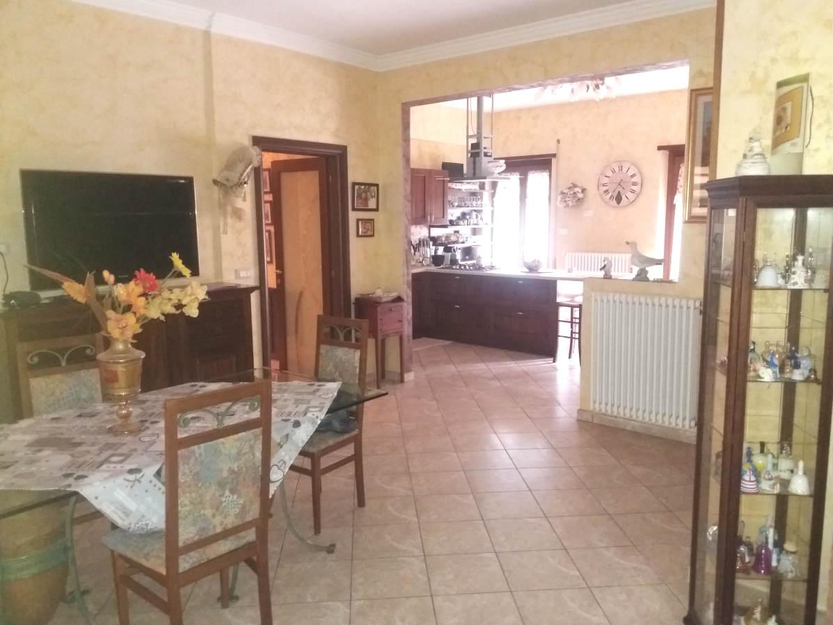 Rieti – P.zza Tevere – Appartamento camera tre (Rif.1936)