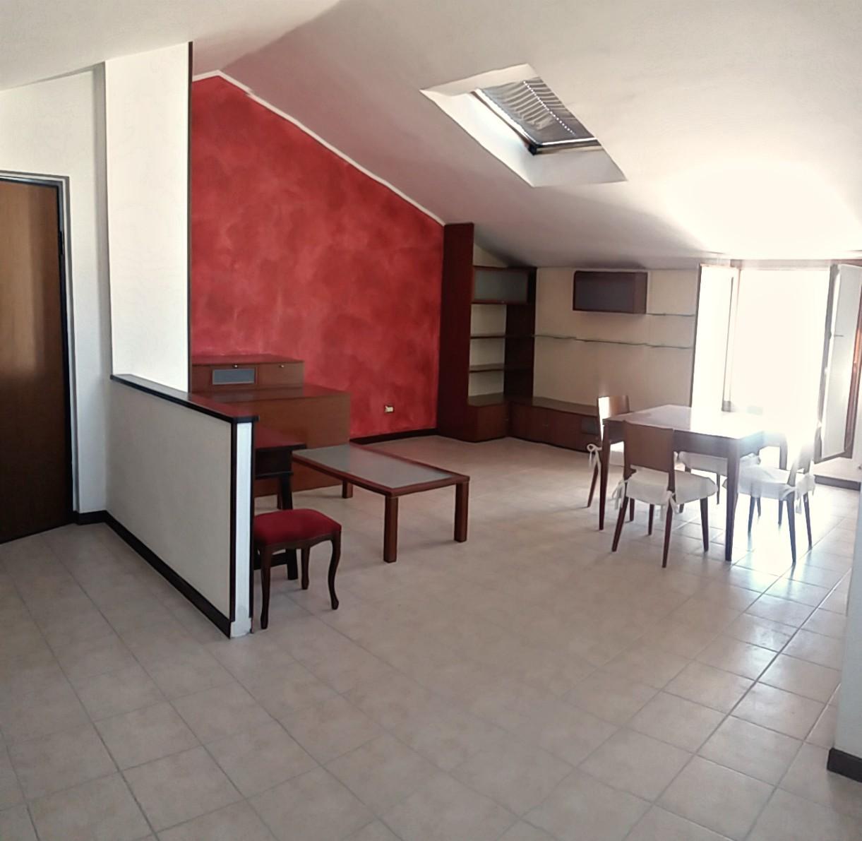 Rieti : Campoloniano – Appartamento mansardato con due camere (Rif. 1942)