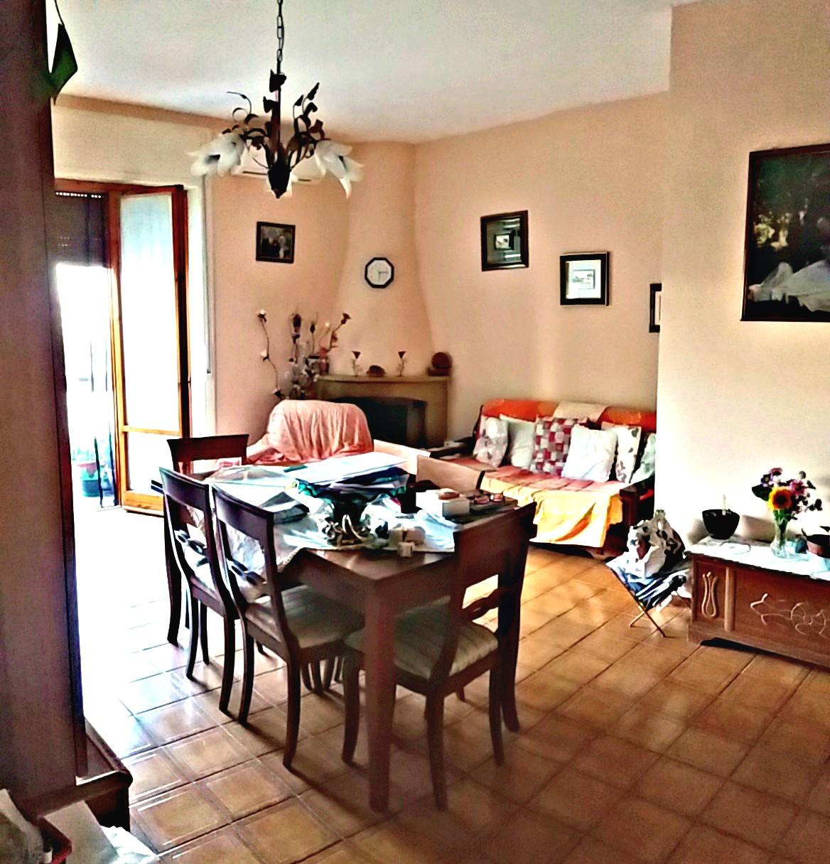 Rieti : P.zza Tevere : Appartamento con tre camere (Rif.1952)