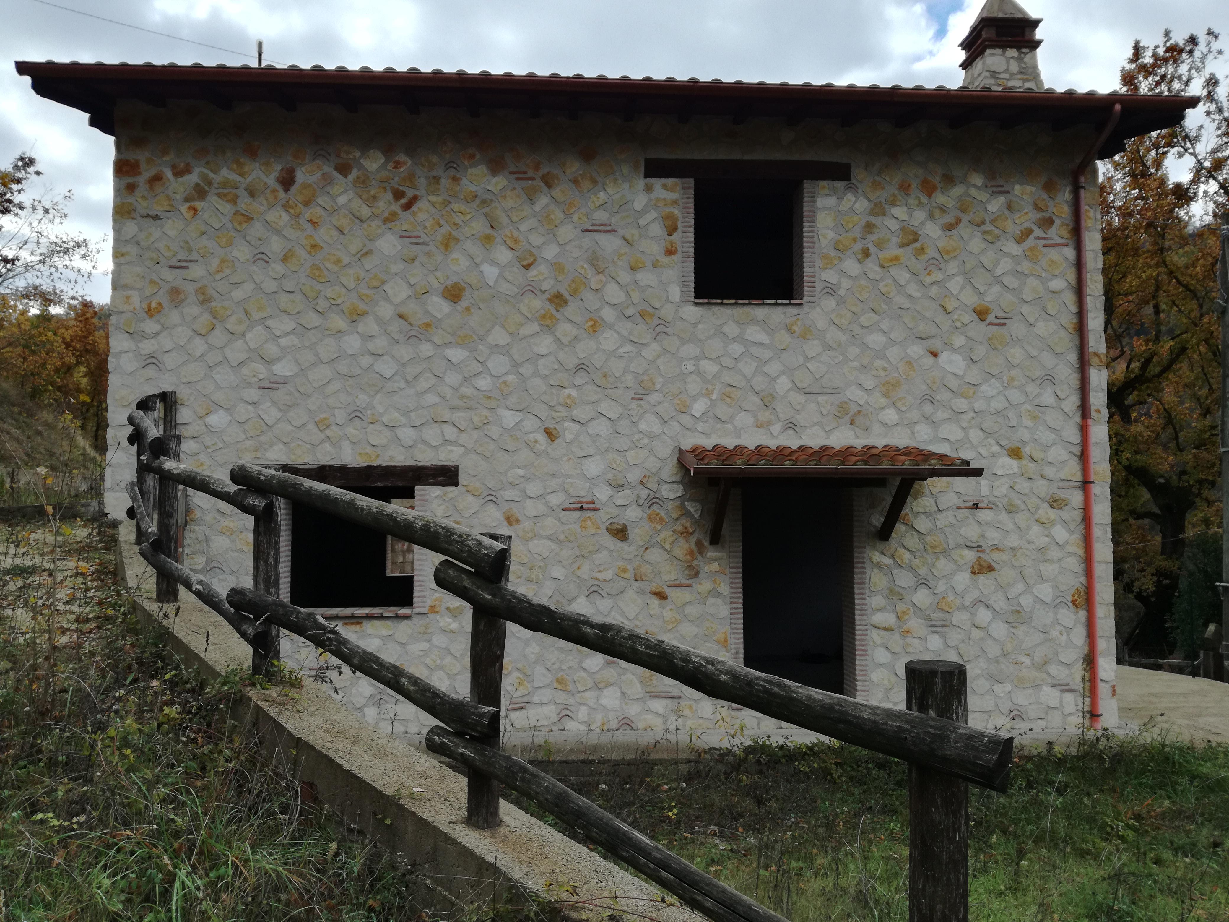 Casale nella zona di Monteleone Sabino (CA61)