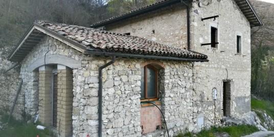 Rieti-Contigliano:Casale in pietra(Rif.1996)