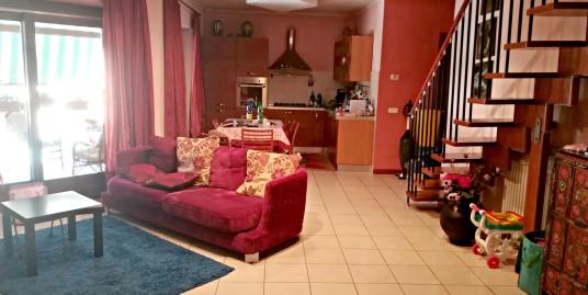 """Rieti-Zona """"I Cubi"""":Appartamento su due livelli(Rif.2032)"""