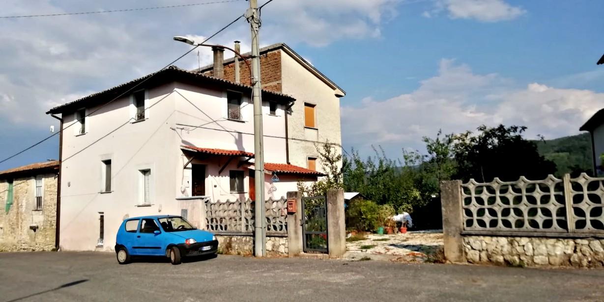 Rieti – Piani S.Elia: Porzione di Casale con terreno (Rif.2140)