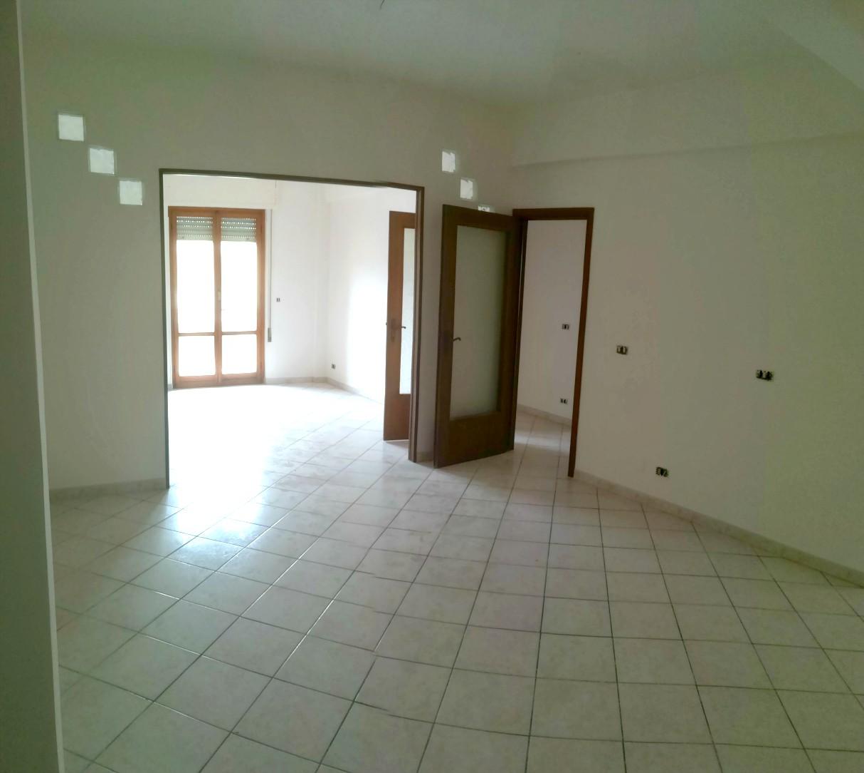 Rieti-P.zza Tevere:Appartamento con doppio salone (Rif.2029)