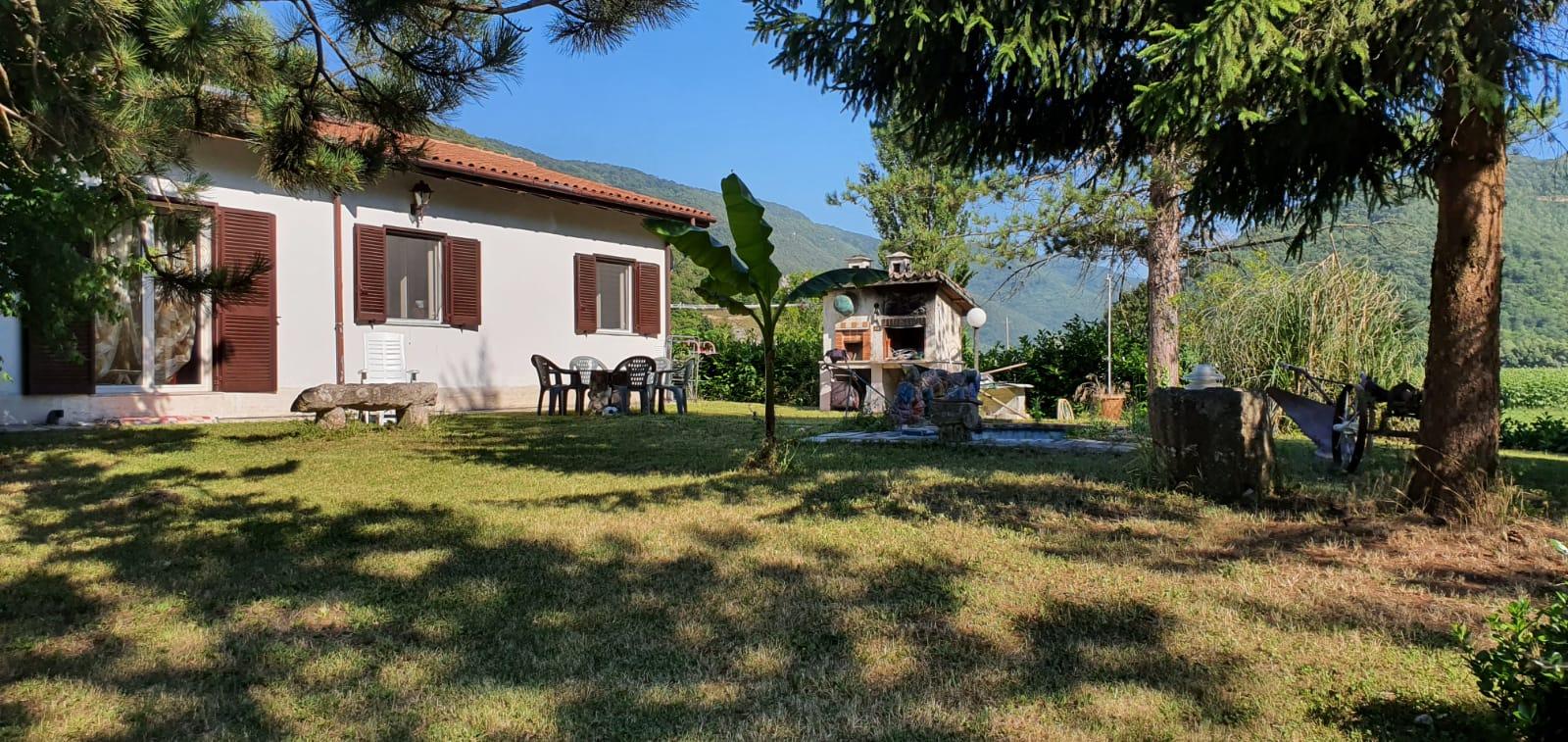Rieti: Villa con parco a fonte cottorella (Rif.2049)