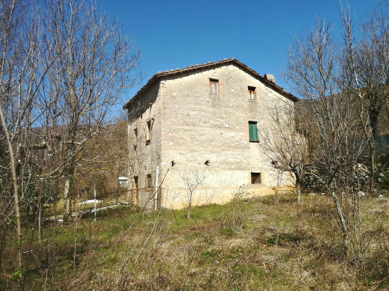 Grotti- Casale indipendente con terreno (Rif.2071)