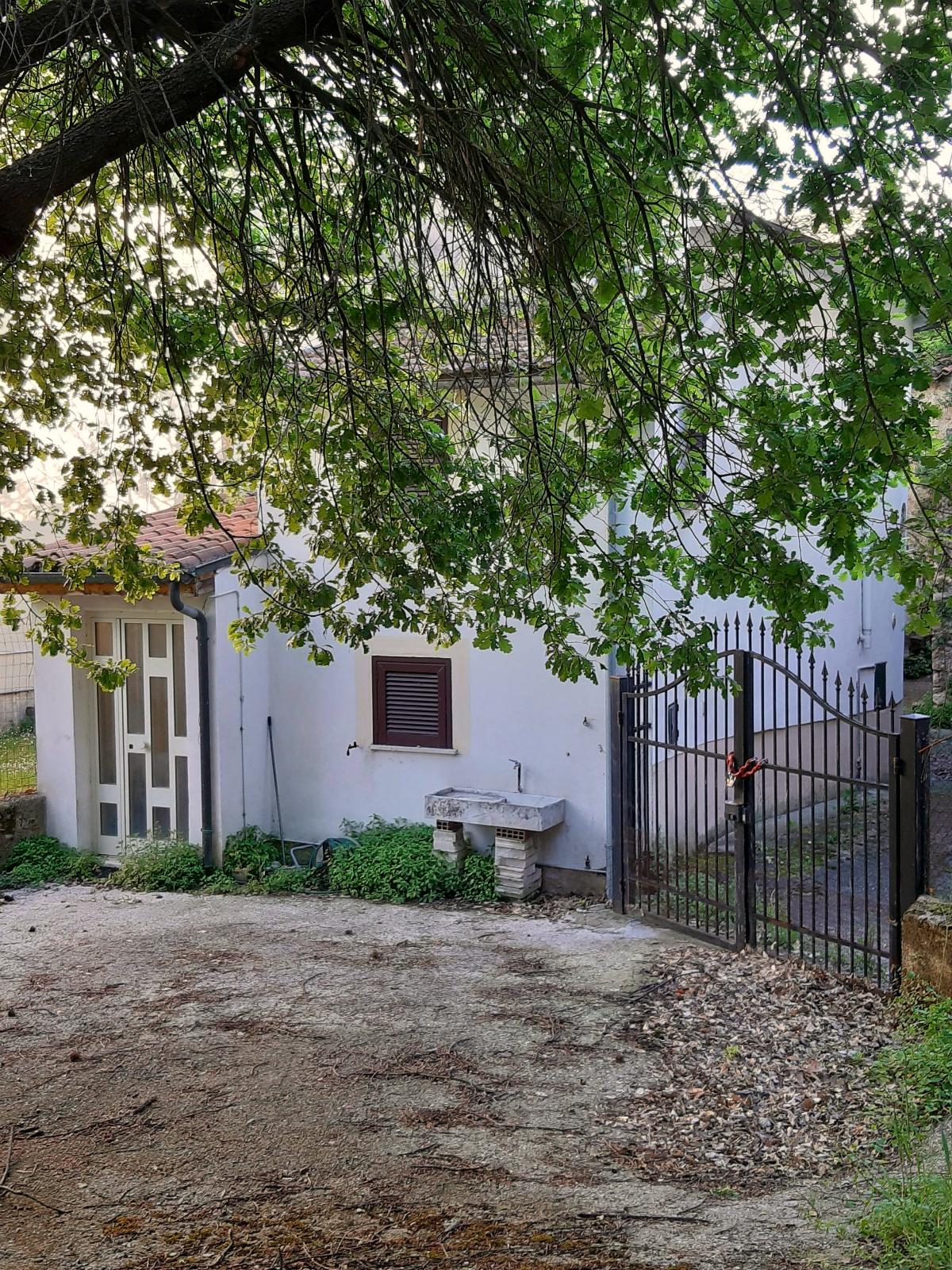 Rieti-Vasche: Casa Indipendente con giardino