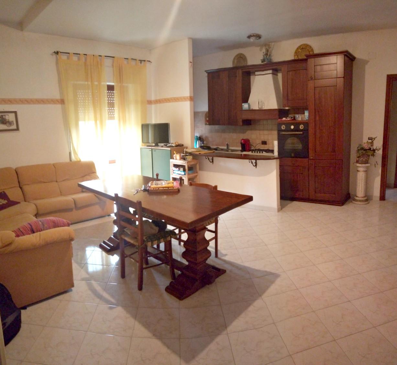 Rieti-M.Del Cuore:Appartamento su due livelli con corte privata(Rif.2074)