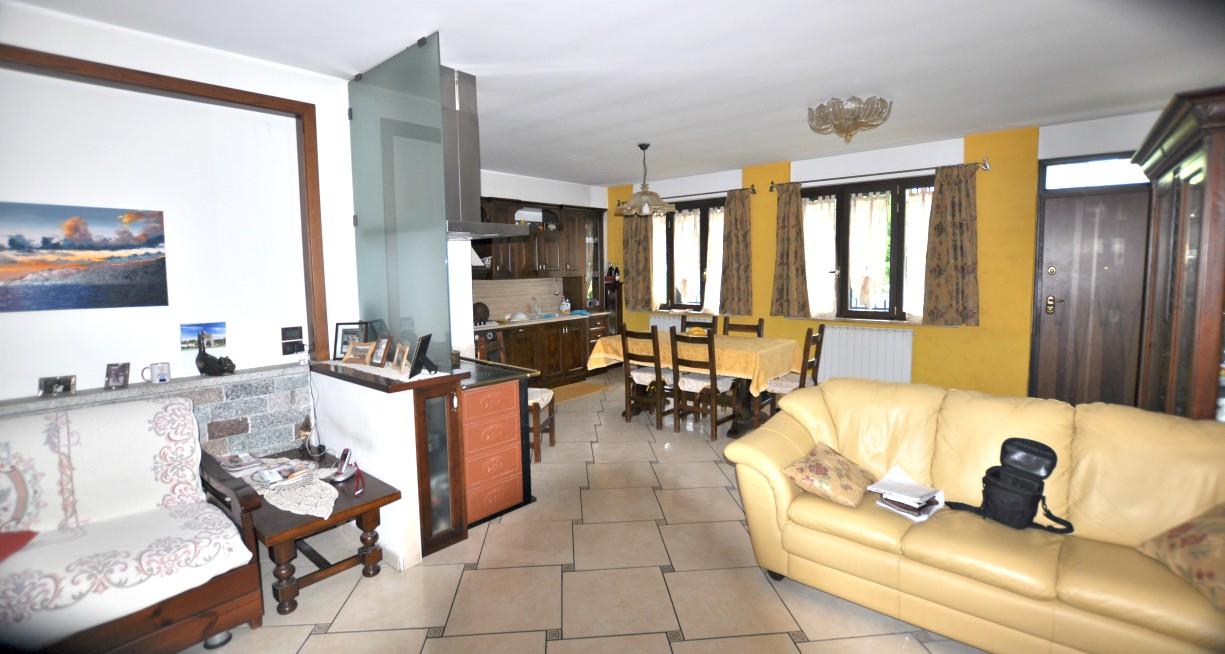 Rieti-Campoloniano:Villa a schiera di ampia metratura(Rif.2010)