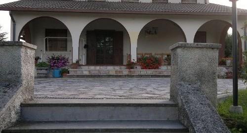 Fassinoro:Villa indip.con ampio giardino (Rif.2103)