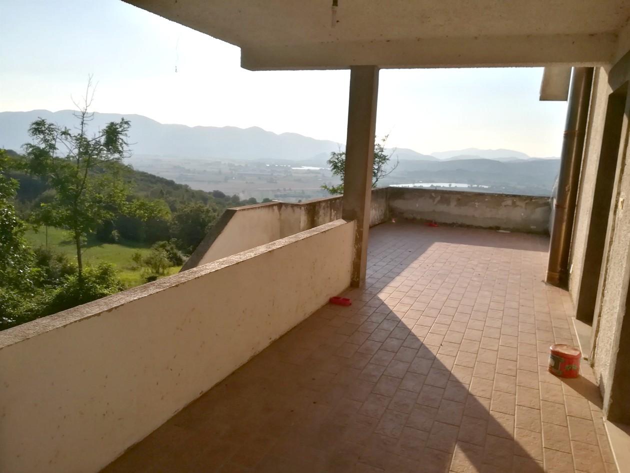 Cantalice: Appartamento con terrazzo (Rif.2107)