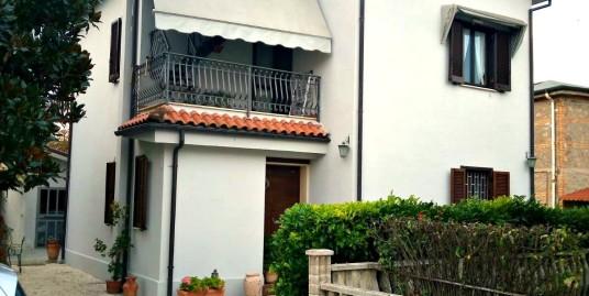 Rieti-Chiesa Nuova: Villa indipendente con 5.000Mq di terreno(Rif.2113)