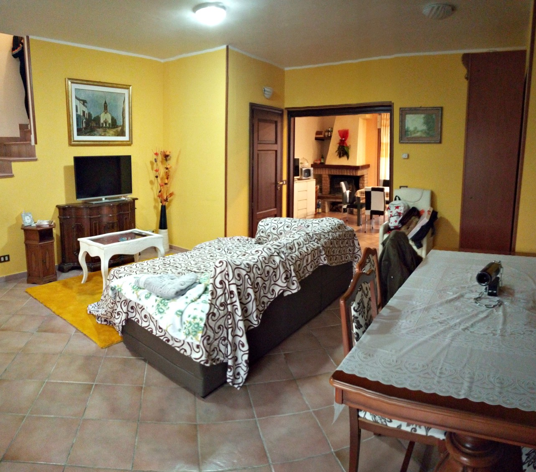 Rieti-Campoloniano:Villa a schiera di ampia metratura(Rif.2120)