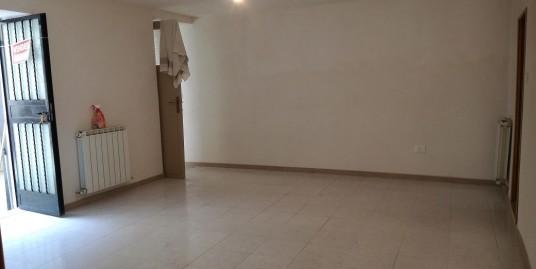 Appartamento che può essere utilizzato come ufficio a Vazia (Rif.2128)