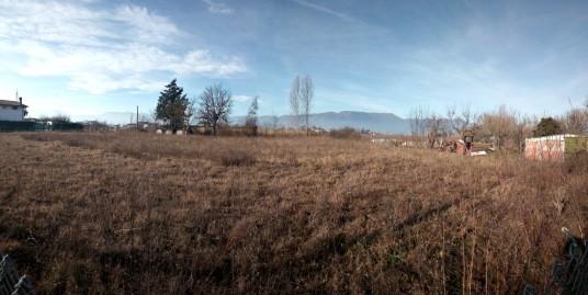 Rieti-Via Ternana:Terreno con rimessa agricola(Rif.2126)