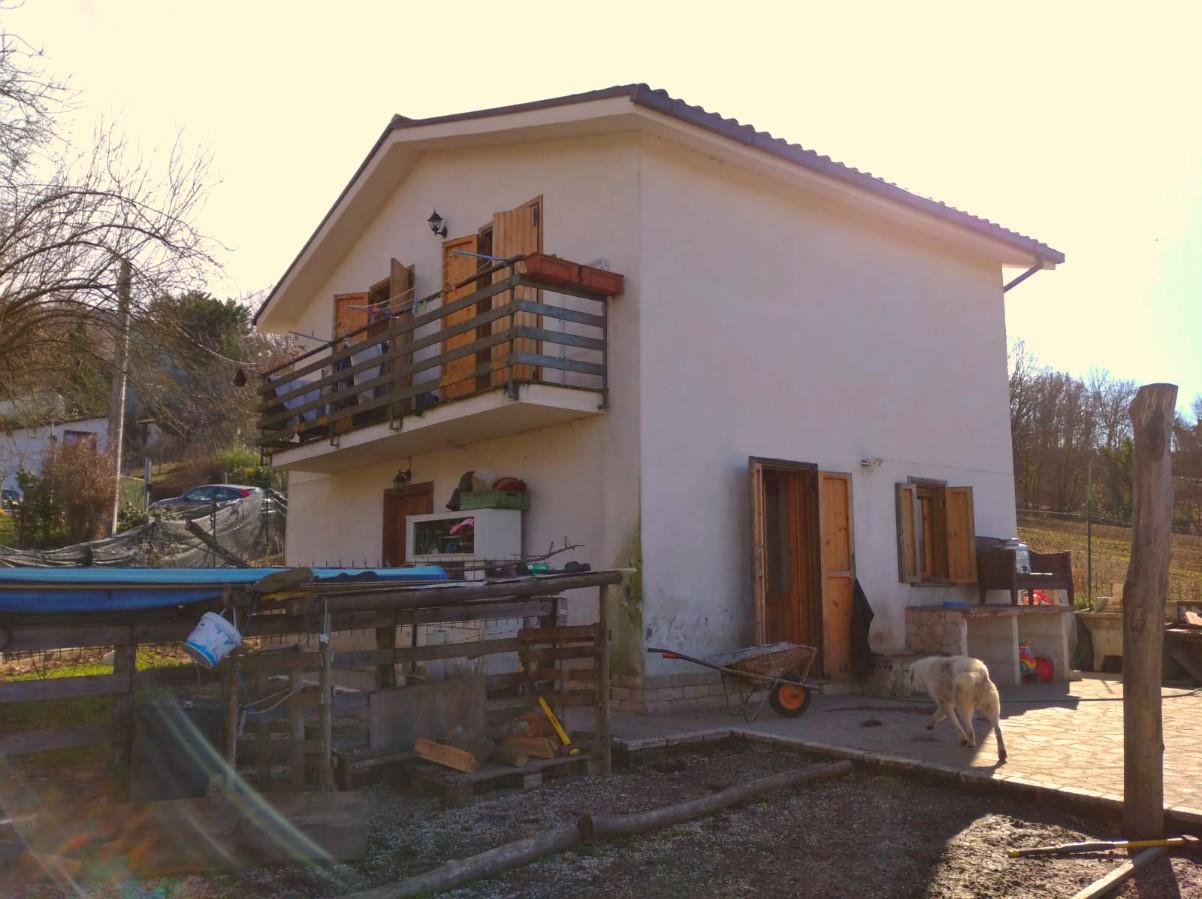 Cantalice: Casa indipendente con terreno (Rif.2132)