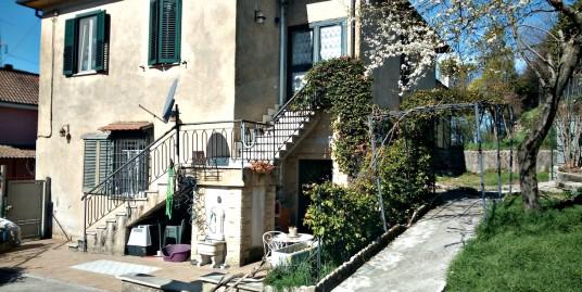 Contigliano-Montisola:Bifamiliare su due livelli con ampio giardino(Rif.2137)