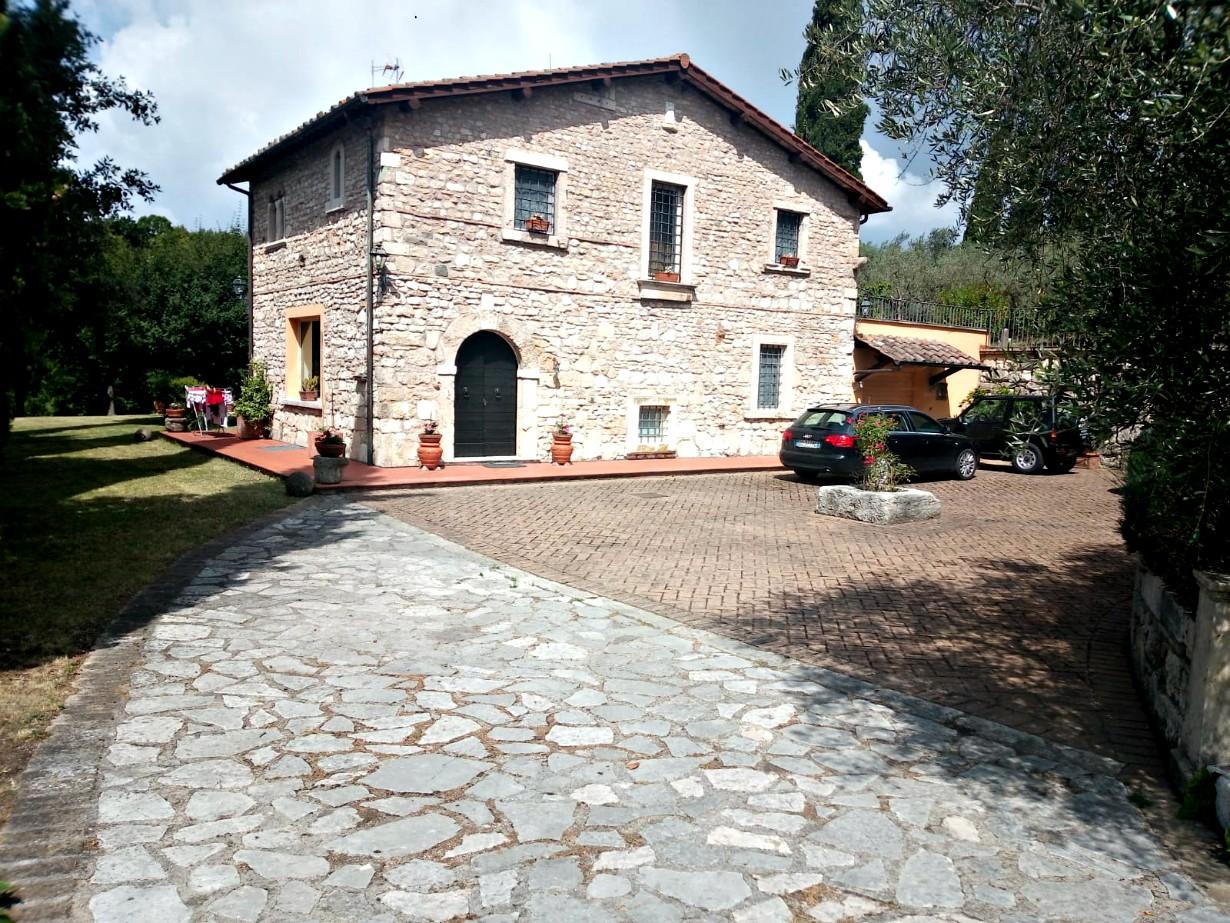 Scandriglia: Casale in pietra con terreno  (Rif.2148)