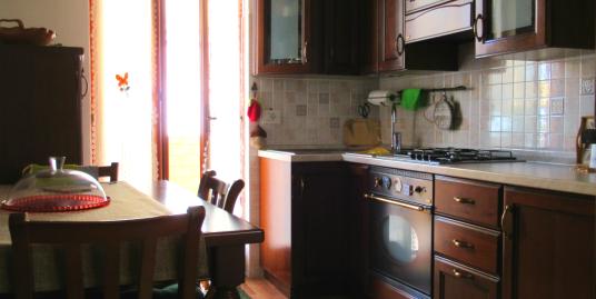 Appartamento con due camere a Villa Reatina (Zona i Cubi) Rif.2155