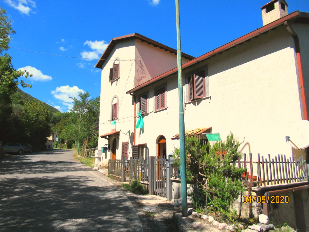 Roccagiovine (Rm) caratteristico appartamento con ingresso indipendente (Rif.2169)