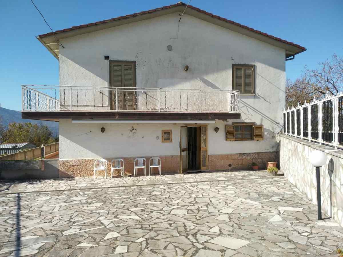 Casa indipendente immersa nel verde a Morro Reatino, Ri (Rif.2183)