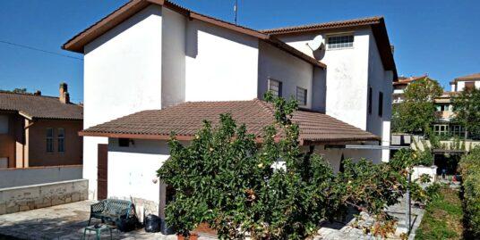 Rieti-Poggio Moiano:Villa indipendente con giardino e portici(Rif.2185)