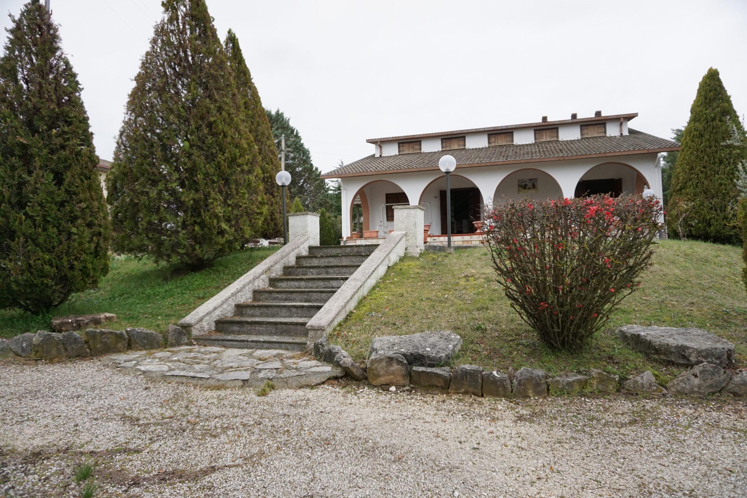 Villa indipendente con ampio giardino a Fassinoro (Rif.2206)