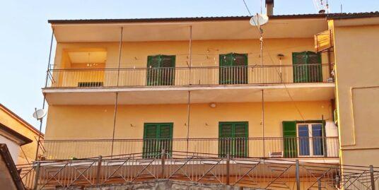 Rieti-Lisciano:Trilocale con balcone(Rif.2208)