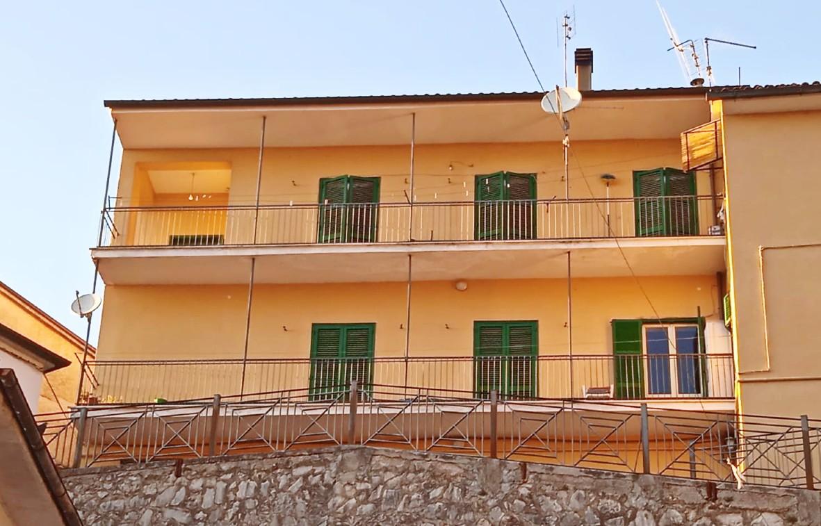 Rieti-Lisciano: Trilocale con balcone (Rif.2208)