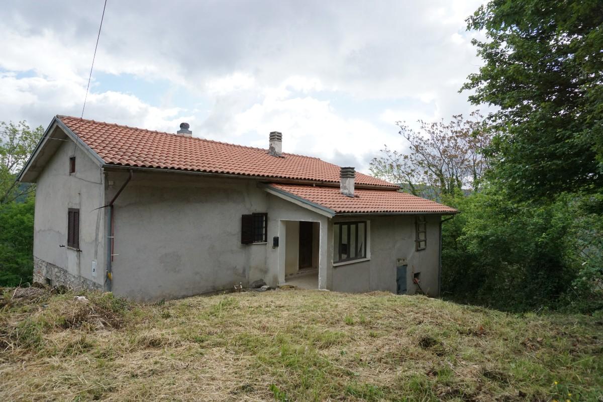RIETI – POGGIO PERUGINO: Casa indipendente con terreno (Rif. 2219)