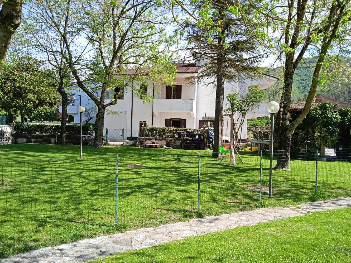 Rieti-Belmonte: Bifamiliare con ampio giardino (Rif.2224)