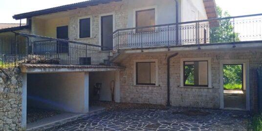 Rieti-Zona Residenziale: Quadrifamiliare su due livelli con doppio giardino (Rif.2237)