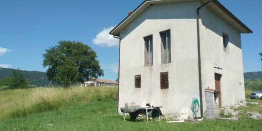 RIETI-ROCCASIBALDA Casa totalmente indipendente con terreno circostante (Rif.2232)