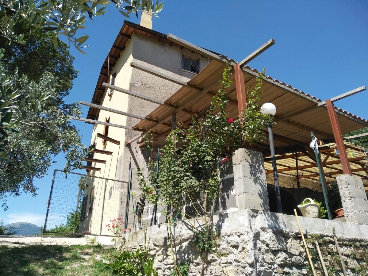 RIETI-CANTALICE Casa con giardino privato (Rif.2241)