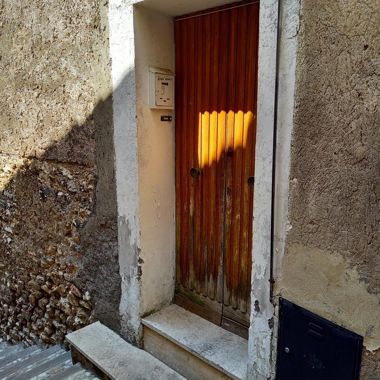 TOFFIA: APPARTAMENTO CON INGRESSO INDIPENDENTE (Rif.2257)