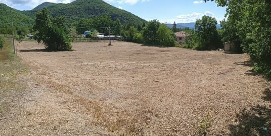 Rieti-Vazia:terreno agricolo con rimessa(Rif.2119)