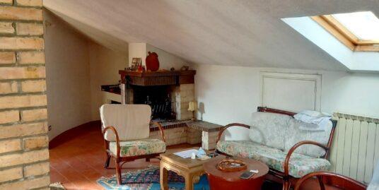Rieti- zona Via Angelo Maria Ricci appartamento con balcone perimetrale (Rif.2274)