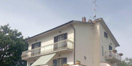 CASALI DI POGGIO NATIVO Villa indipendente con giardino privato (Rif.2267)