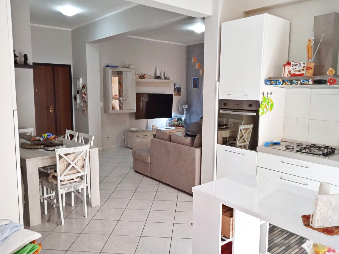 Rieti-Piazza Tevere: Appartamento tre camere ristrutturato.(Rif.2272)